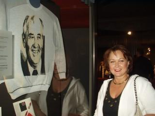 Галя в майке и Горбачев.